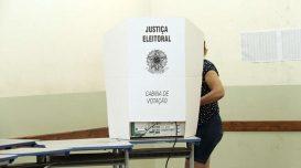 eleitores-votacao-eleicao-cabine-de-votacao-urna-eletronica