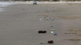 lixo-praia-do-gi-1