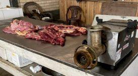 Após abate, carne de equinos era misturada à bovina, moída e negociada. Foto: Divulgação/PC