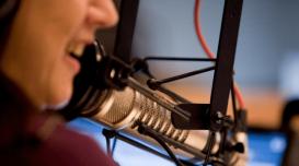 radio-estudio-locutor